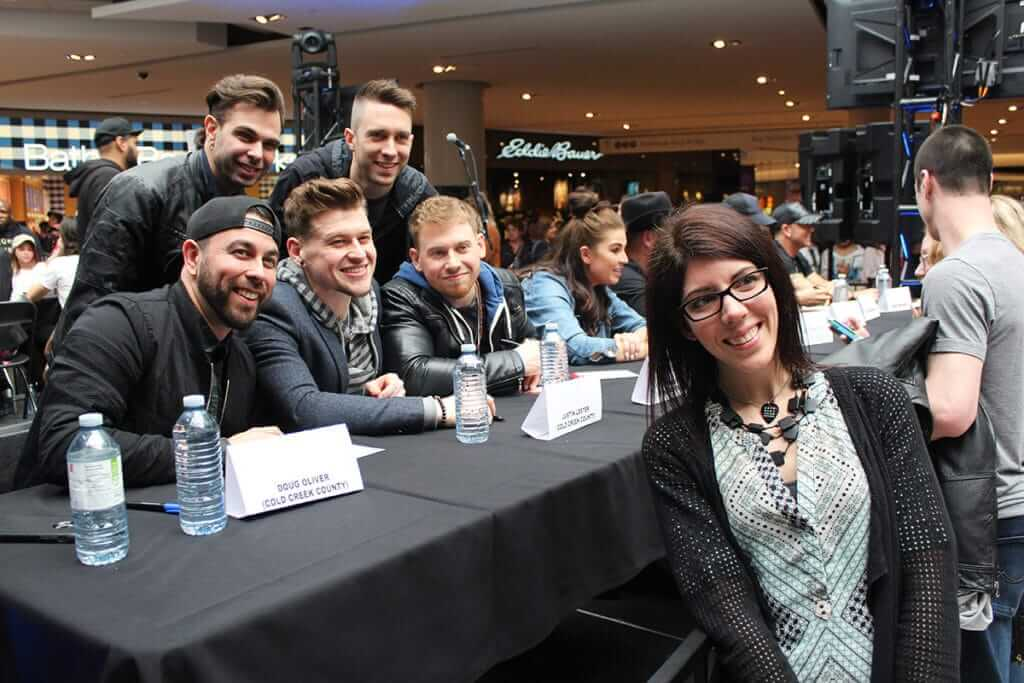 Fans meet their favourite artists at Fan Fare